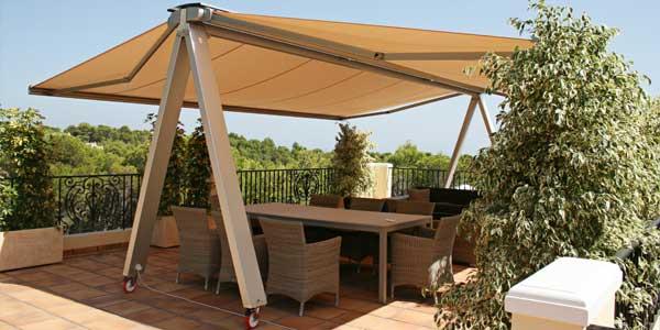sistema de cofre ideal para cubrir techos vidriados creando espacios de intimidad en la terraza y del calor del sol con un diseo elegante y